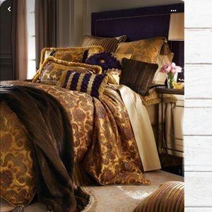 DIAN AUSTIN Couture Home Regal place bedding
